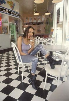 #AngelinaJolie 1993 / Seeing this photo made me head cold feel a little bit better