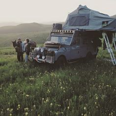 Land Rover 107 Serie One station wagon Safari top in camping trip life adventure.  One life,  live it! Lobezno.