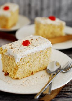 How to make Tres Leches Cake With Step By Step Pictures. A yummy dessert of sponge / butter cake soaked in condensed milk, evaporated milk and heavy cream. Make Ahead Desserts, Easy Desserts, Delicious Desserts, Yummy Food, Evaporated Milk Recipes, Cake Recipes, Dessert Recipes, Tres Leches Cake, Cheesecake Bites