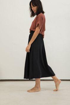 Bel Skirt in Silk Crepe – Elizabeth Suzann