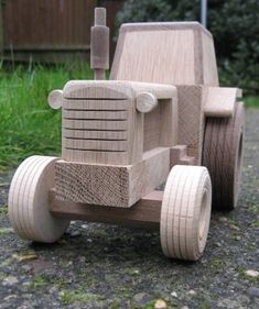 Wooden Tractor Wooden Toy Cars, Wooden Truck, Wooden Pallet Projects, Woodworking Projects Diy, Wood Toys Plans, Wooden Bag, Handmade Wooden Toys, Kids Wood, Toy Trucks