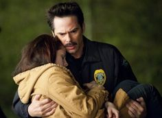 Picture: Kristen Stewart and Billy Burke in 'New Moon' Pic is in a photo gallery for 'The Twilight Saga: New Moon' featuring 133 pictures. Twilight Saga New Moon, Twilight Series, Twilight Movie, Twilight Stars, New Moon Movie, I Movie, Twighlight Saga, Charlie Swan, Billy Burke