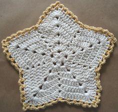 Christmas Star Dishcloth by Maggie Weldon. Free pattern here: http://www.bestfreecrochet.com/2011/10/13/286-christmas-star-crochet-dishcloth-maggie-weldon-maggies-crochet/. ☀CQ #crochet #christmas