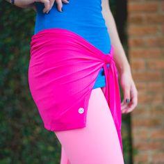 Muito prático esse tapa bumbum é 2 em 1, podendo ser usado como bolero e disponível em várias cores.