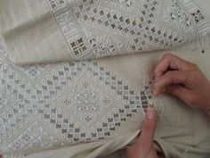 Broderie Lefkara, ressemble à la broderie Hardanger. I love the look of this.