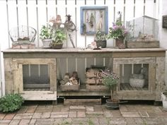 DIY Potting Table - love the little screen doors on front. Too big for my current garden but it will be perfect in my dream garden. Someday. ähnliche tolle Projekte und Ideen wie im Bild vorgestellt findest du auch in unserem Magazin . Wir freuen uns auf deinen Besuch. Liebe Grüße
