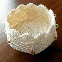Ideas Lanas y Ovillos FB ➡️lanasyovillos lanasyovillos IG ➡️ lanasyovillos lanasyo. Crochet Bowl, Crochet Chart, Love Crochet, Crochet Gifts, Diy Crochet, Crochet Flowers, Crochet Patterns, Easy Yarn Crafts, Crochet Decoration