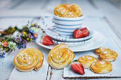 Lecker! Schwedische Heferinge - einfach und schnell selbstgemacht #gmundner #keramik #rezept #kochen #backen Snacks, Desserts, Sugar, Pure Products, Cookies, Breakfast, Food, Homemade, Easy Meals