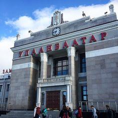 Bahnhof von Ulaanbaatar  #taipan_mongolei #ulaanbaatar #mongolei Louvre, Mansions, House Styles, Building, Travel, Home Decor, Mongolia, Buddhism, Landscape