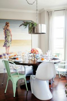 Love the large pic in the dining room...  Lauren Wakefield of Ryder Sloan Events   Rue