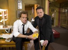 josh lyman stars as danny trip in the pilot of studio 60 on the sunset strip, LOL this is totally not the lightened hair-lightened-attitude -danny from episode 2 and beyond. matthew perry and bradley whitford Charlie Wilson's War, Tamala Jones, Bradley Whitford, Studio 60, Matthew Perry, John Oliver, How To Lighten Hair, Sunset Strip, Jon Stewart