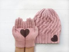 Pink wool gloves with heart, Heart Hat, Heart Gloves, Valentine Gloves. Via en.DaWanda.com.