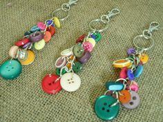 Diy Jewelry, Jewelery, Handmade Jewelry, Jewelry Making, Button Art, Button Crafts, Diy Keychain, Keychains, Diy Buttons