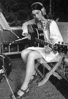 Emmylou Harris studied at the University of North Carolina at Greensboro, where she began to study music seriously, learning to play the guitar. She dropped out of college to pursue her musical aspirations, and moved to New York, working as a waitress to support herself while performing folk songs in Greenwich Village coffeehouses.
