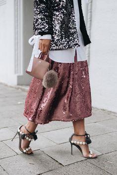 Paillettenrock-rosa-pink-midi-länge-streetstyle-Pearl-sandals--Diana-Paula-Cademartori-sandals-nina-schwichtenberg-fashiioncarpet