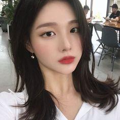 Image may contain: 1 person, closeup Pretty Korean Girls, Pretty Asian, Beautiful Asian Girls, Pretty Girls, Ulzzang Makeup, Ulzzang Korean Girl, Uzzlang Girl, Korean Aesthetic, Cute Girl Face