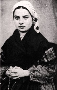 Les apparitions mariales Bernadette Soubirous