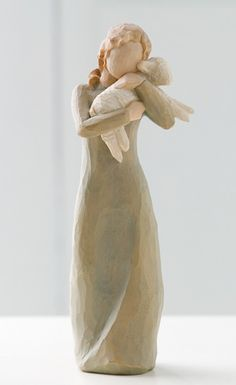 This Willow tree Peace on Earth figurine includes a title card, which reads An embrace of Peace. Peace on Earth makes great gift! Peace on Earth is wearing a green dress. Willow Tree Engel, Willow Tree Figuren, Willow Figurines, Willow Tree Nativity, Angel Sculpture, Sculpture Ideas, Wood Sculpture, Tree People, Peace On Earth