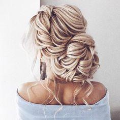 Textured updo, updo wedding hairstyles,updo hairstyles,messy updos ,bridal hairstyles #weddinghair #wedding #hairstyles #updowedding #weddinghairstyles