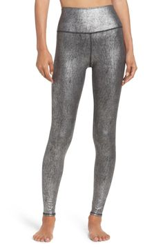 These soft and stretchy workout leggings feature smooth flatlock seams for a chafe-free fit and an extra-wide waistband that can be worn high or folded over.