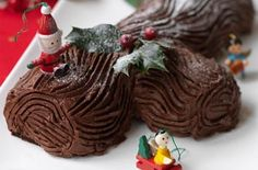 Hairy Bikers chocolate Yule log makes a great alternative to a classic Christmas pudding or as a Christmas eve treat. It's a delicious chocolate log recipe Chocolate Yule Log Recipe, Christmas Chocolate, Delicious Chocolate, Christmas Desserts, Christmas Baking, Christmas Cakes, Christmas Recipes, Xmas Food, Christmas Goodies