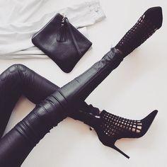 #style #styleblogger #fashion #fashionblogger #styledaily #dailystyle #lookbook #streetwear #streetwearfashion #ootd #ootn #fashiondaily #stylebrat #dailylook #beauty #love #inspiration #streetstyle #nofilter by style_brat