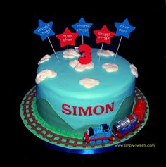 I can make this! i have the track and the engine. Now all I need to do is learn how to use fondant.