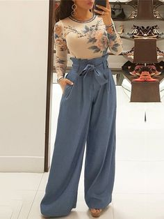 Palazzo Pants Outfit For Work. 14 Budget Palazzo Pant Outfits for Work You Should Try. Palazzo pants for fall casual and boho print. Flowy Pants Outfit, High Waisted Flowy Pants, Trend Fashion, Fashion Pants, Autumn Fashion, Fashion Outfits, Style Fashion, Fashion Ideas, Fashion Jewelry