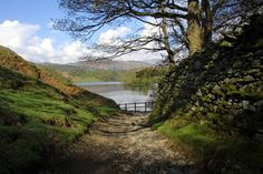 http://www.cumbria-lake-district.com/images/lakeland-guide/lakes-&-mountains/rydal-water-guide/large/rydal-water-01.jpg