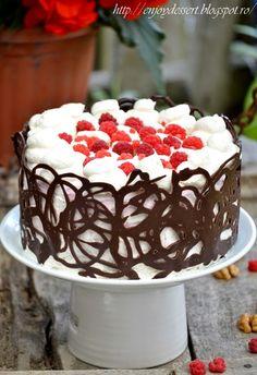 Tort cu mousse de zmeura, mousse de ciocolata neagra si o aniversare Chocolate Mousse Cake, Raspberry Chocolate, Romanian Desserts, Food Cakes, Homemade Chocolate, Something Sweet, Delicious Desserts, Cake Recipes, Caramel
