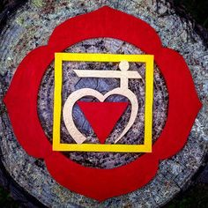 #muladhara #muladharachakra #rosso #red #primochakra #firstchakra #giallo #yellow #chakradellaradice #yoga #yogaart #francescapuglisi #oro #gold #vibrationalart