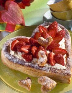 Blätterteig-Herz mit Mascarpone und Erdbeeren Rezept