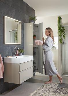 Inspiratie voor een moderne badkamer: de Roma is nu verkrijgbaar bij Bruynzeel. Een tijdloze meubelserie met kenmerkende, moderne eigenschappen. De keramische wastafel heeft een hoge dunne rand en de aluminium greeplijsten garanderen de moderne woonstijl.