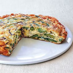 Leek and Asparagus Frittata. Frittata is one of my favorite brunch dishes. Quick Recipes, Egg Recipes, Brunch Recipes, Cooking Recipes, Breakfast Dishes, Breakfast Recipes, Bon Appetit, Asparagus Frittata, Gastronomia