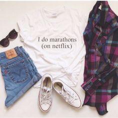 "Blusa T-Shirt Branca - ""I do marathons (on netflix)"""
