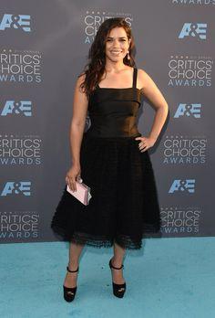 Pin for Later: Ne Manquez Pas un Seul des Looks Vus aux Critics' Choice Awards America Ferrera