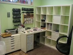 <3 for a small space! Great jumpstart to get me thinking about my own small craft spot!
