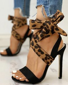 Hot Shoes, Crazy Shoes, Me Too Shoes, Fancy Shoes, Trend Fashion, Fashion Models, Fashion Shoes, Style Fashion, Aesthetic Fashion
