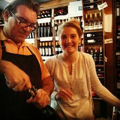 Ciriaco Yañez Disfrutando de vinos franceses con mi amiga cloe. Viene de la Francia, mañana dedicada a aprender de los mejores. Como estarán nuestros vinos en relación a estos? Interesantísima experiencia.