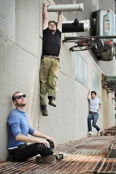 Incredible collection of forced perspective photography. Incredible collection of forced perspective photography. - Creative, Funny - Check out: Forced Perspective Photography on Barnorama