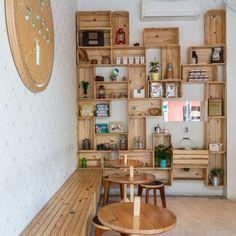 | Me Gusta Croissant, Design, Mango, Cafeteria Decor, Sao Paulo, Arquitetura, Cafe Interior Design, I Like You, Manga