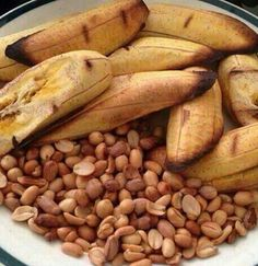 Roasted Plantain and Groundnut,,,sweet! Cameroon Food, Nigeria Food, Ghanaian Food, West African Food, Best Bread Recipe, Food Crush, Le Diner, Caribbean Recipes, Healthy Cooking