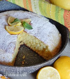torta soffice ricotta e limone cotta in padella.. Italian Desserts, Just Desserts, Baking Recipes, Cake Recipes, Ricotta Cake, Cake Bars, Bakery Cakes, International Recipes, Pain