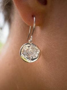 Dangle earrings with dill