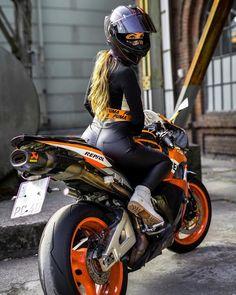 Alonso - - Hot Wheels - - Girls 'n Bikes - Motos Motorcycle Women, Girl Riding Motorcycle, Motorbike Girl, Motorcycle Bike, Fz Bike, Motorcycle Touring, Dirt Bike Girl, Motorcycle Outfit, Hot Wheels