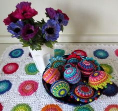 a bowlful of crochet balls - maybe in browns for my living room.  Love these!