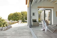 Chic terrace with La Roche stone-look tiles for outdoor. Unique look for both indoor and outdoor flooring with superb effect. #stonelook #tiles #flooring #outdoor #outside #grey #living #outside #terrace #home #design