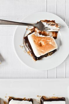 "No bake s'mores bars with homemade marshmallows is on my ""to make ASAP"" list."