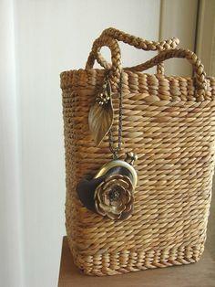 Straw Purse with Change Purse Embellishment Rattan Basket, Basket Bag, Paper Basket, Weaving Art, Basket Decoration, Mini Purse, Sisal, Beautiful Bags, Basket Weaving