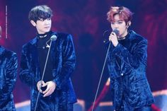 Chanyeol, Baekhyun - 161119 2016 MelOn Music Awards  Credit: Your Happiness Is My Happiness. (2016 멜론 뮤직 어워드)